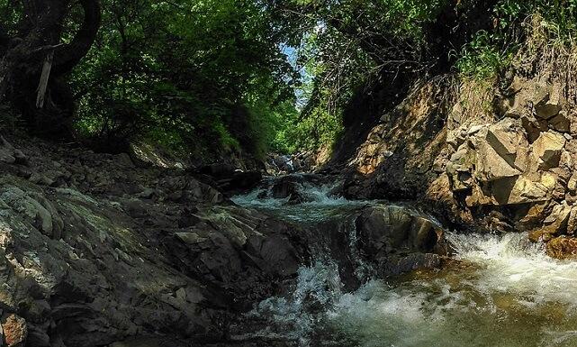 Beskid widok na strumień