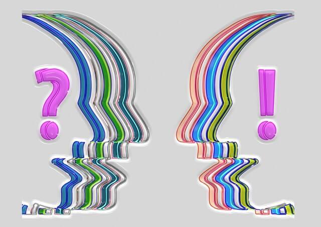 Dwie głowy ze znakami interpunkcyjnymi