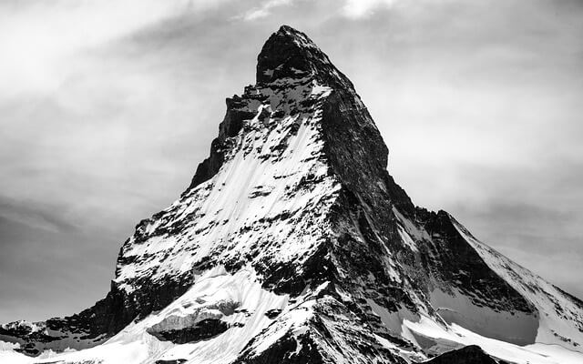 Szczyt góry jako symbol wyzwania do pokonania