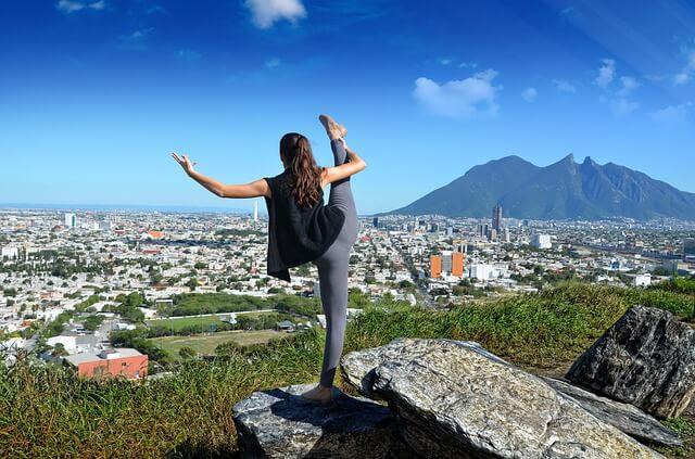 Gimnastykująca się kobieta