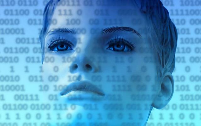 Kobieta na tle kodu komputerowego