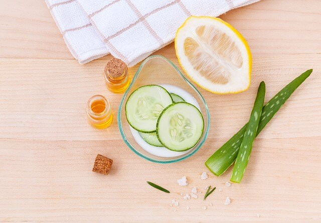 Ogórek, cytryna, liście aloesu i olejki