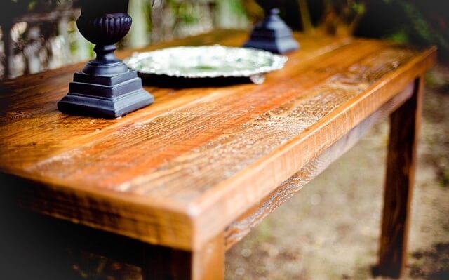 Stary drewniany stół