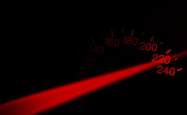 Wskaźnik prędkości przekraczający 200