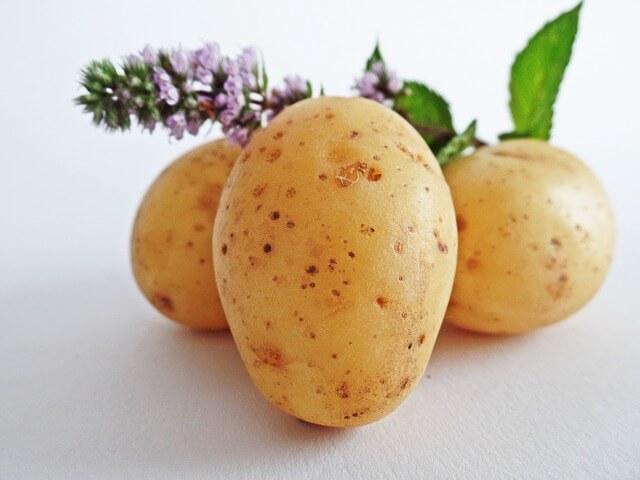 Kilka ziemniaków i lawenda