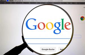 wyszukiwarka google pod lupą