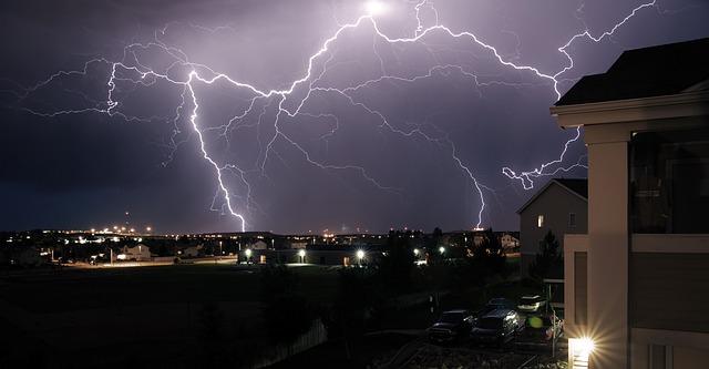 burza na osiedlu domków jednorodzinnych