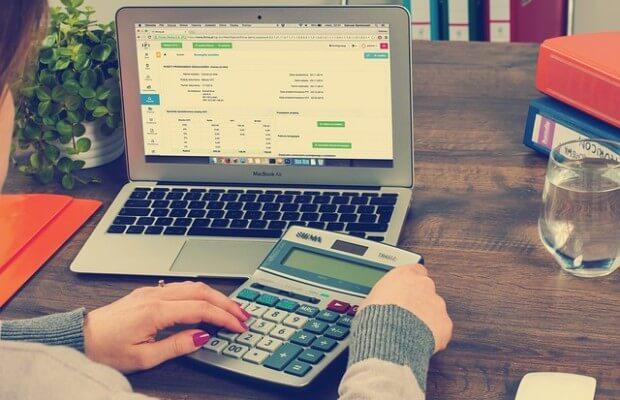 księgowość kalkulator komputer