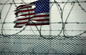 Flaga amerykańska w więzieniu
