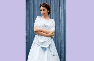 Dziewczyna w błękitnej sukni