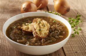Podana zupa cebulowa