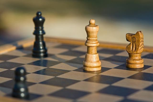 szachownica z szachami