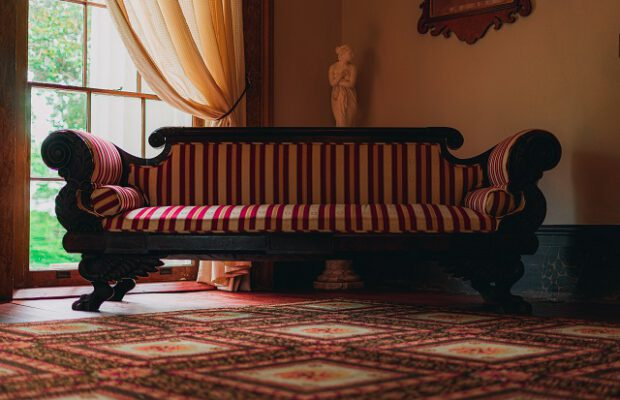 Antyczna sofa